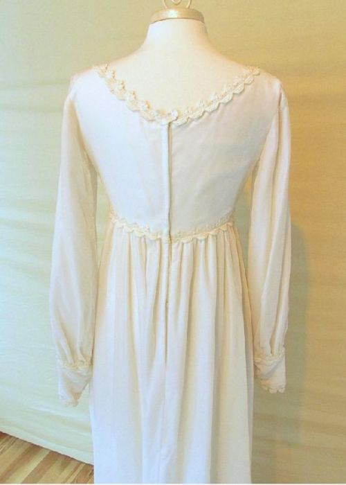 Roxi, a Vintage 1970s Velvet Wedding Dress!